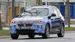 BMW iX3 2021, foto spia: vista frontale