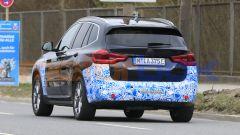 BMW iX3 2021, foto spia: vista posteriore