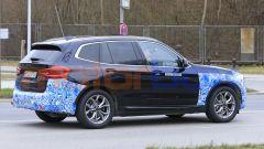 BMW iX3 2021, foto spia:il  motore elettrico è posteriore