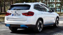 BMW iX3 2021: una delle foto sfuggite in rete, vista 3/4 posteriore