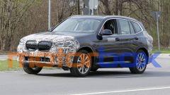 SUV elettrico BMW iX3 2021: le foto spia del restyling