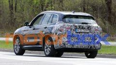 BMW iX3 facelift: visuale posteriore
