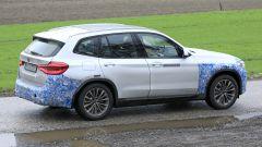 BMW iX3: continua lo sviluppo del SUV elettrico - Immagine: 16