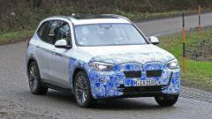 BMW iX3: continua lo sviluppo del SUV elettrico - Immagine: 11