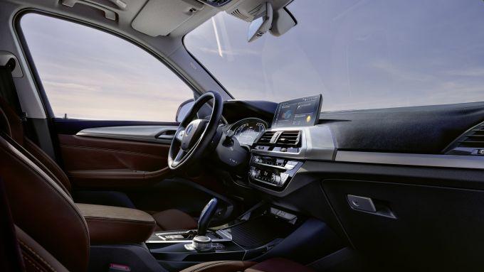 BMW iX3, panoramica della plancia