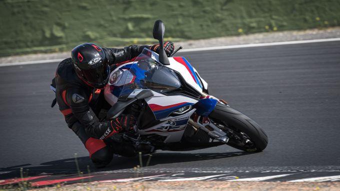 BMW M 1000 RR: in pista all'Autodromo di Vallelunga
