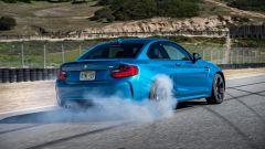 BMW M2 Coupé: con la funzione Smokey Burnout si possono fare cose come questa