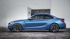 BMW M2 Coupé ha cerchi da 19 pollici in alluminio fucinato e freni in materiale composito