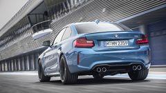 BMW M2 Coupé: i quattro scarichi sono tipici della Serie M