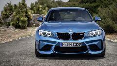 BMW M2 Coupé: le grosse prese d'aria anteriori aiutano il 3.0 6 cilindri a respirare meglio