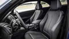 BMW M2 Coupé: per lei pannelli in carbonio a vista e pedaliera sportiva e sedili avvolgenti
