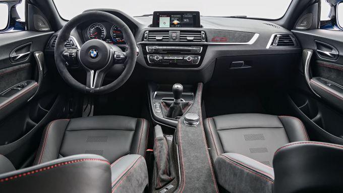 BMW M2 CS 2020: gli interni