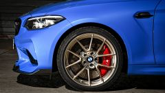 BMW M2 CS 2020: i dischi da 400 mm con pinze freni rosse