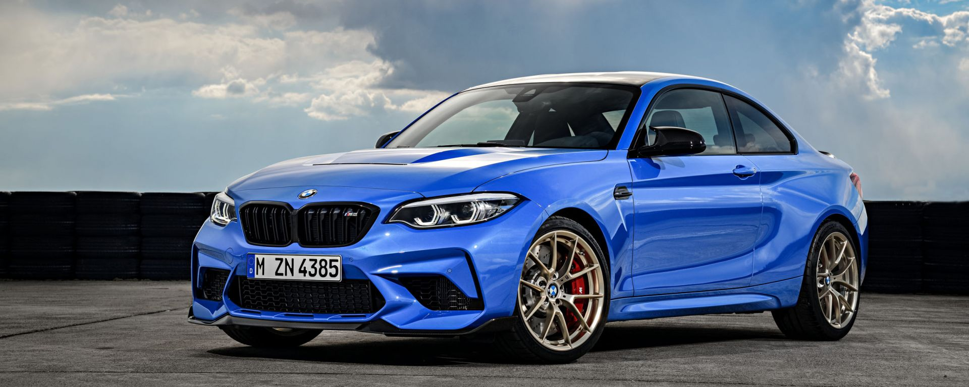 BMW M2 CS 2020: vista di 3/4 anteriore