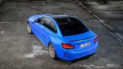 BMW M2 CS 2020: vista di 3/4 posteriore