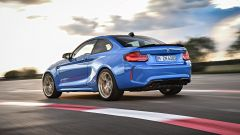BMW M2 CS 2020: visuale dinamica da dietro