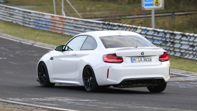 BMW M2 CS: la 3/4 posteriore del muletto