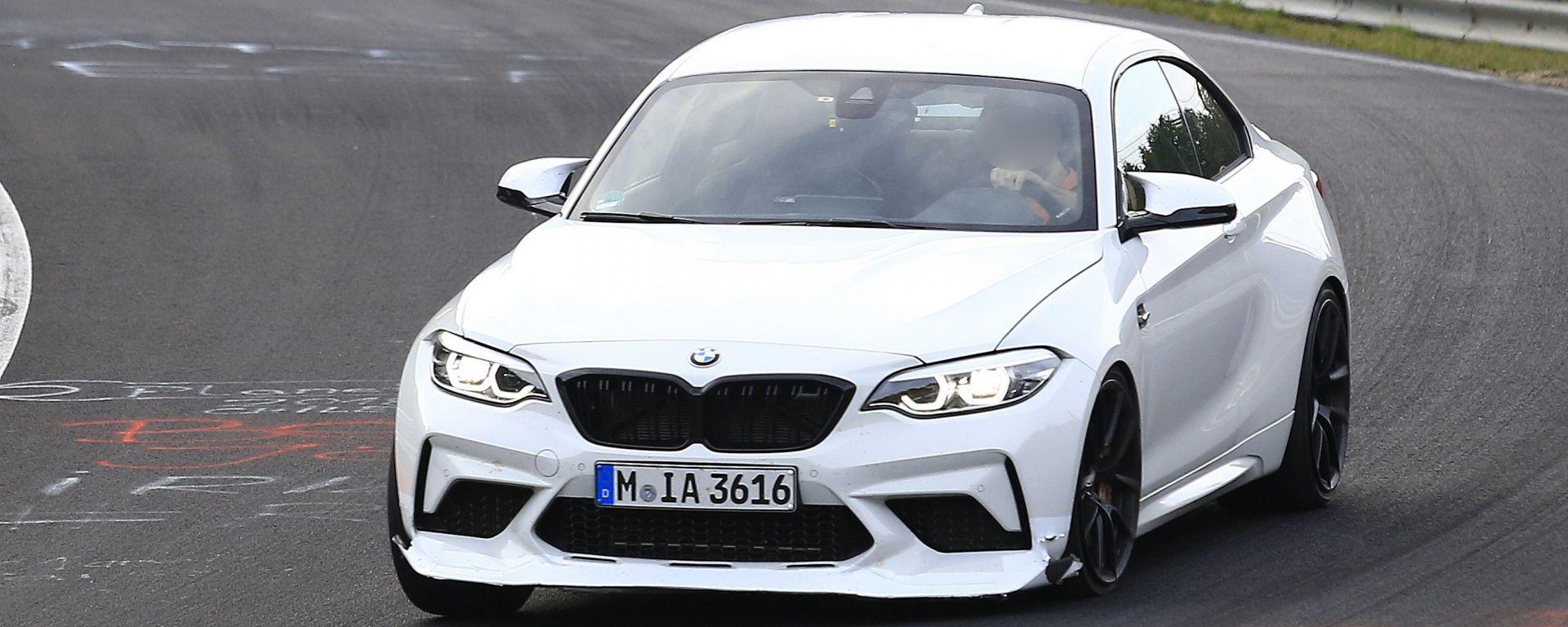 BMW M2 CS: vista frontale del muletto al Nurburgring