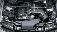 BMW M3 CSL: il motore con pezzi speciali in fibra di carbonio come l'air box