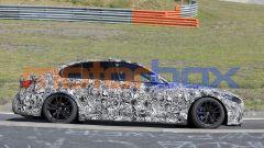 BMW M3 e M4: lo stile della berlina appena celato dalle pellicole adesive