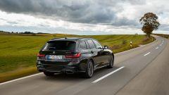 BMW M340i xDrive Touring, vista 3/4 posteriore
