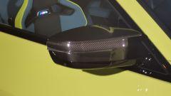 BMW M4 Competition, gli specchi retrovisori in carbonio