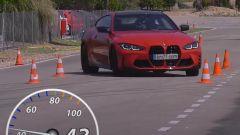 BMW M4, test dell'alce e prova di slalom: il verdetto in video