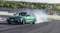 BMW M4 Coupé: c'è anche la berlina M3 a ruote fumanti