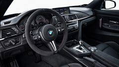 BMW M4 CS: il volante in Alcantara