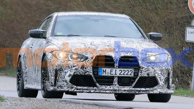 BMW M4 CSL: il frontale