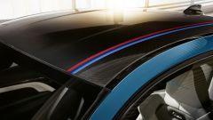 BMW M4 Edition Heritage: dettaglio striscia con colori M sul tettuccio