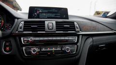 BMW M4 GTS: climatizzatore, navigatore e sensori di parcheggio sono di serie