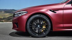 BMW M5 2017 First Edition: dettaglio del cerchio anteriore