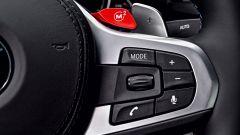 BMW M5 2017: i comandi al volante
