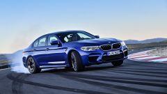BMW M5 2017 in azione