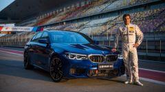 BMW M5 2018 accanto a Bruno Spengler al Circuito Internazionale di Shanghai
