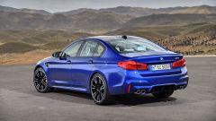 BMW M5 2018 (F90): vista 3/4 posteriore