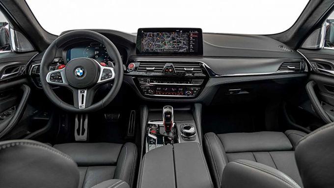 BMW M5 2021: abitacolo rinnovato e infotainment di ultima generazione