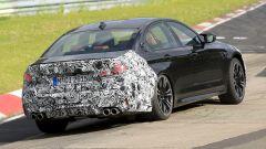 BMW M5 2021, foto spia: vista 3/4 posteriore