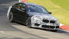 BMW M5 2021, foto spia: vita 3/4 anteriore