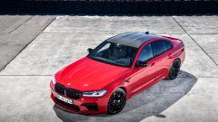BMW M5 2021: il tetto in fibra di carbonio a vista