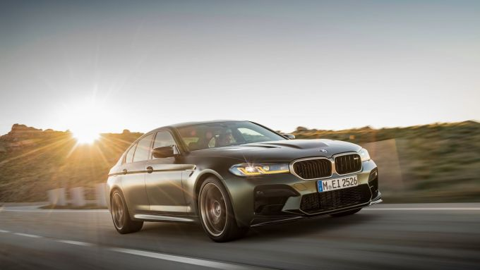 BMW M5 CS 2021 fa da 0 a 100 km/h in 3 secondi netti
