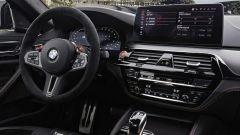 BMW M5 CS 2021, gli interni