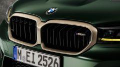 BMW M5 CS 2021, il doppio rene in Gold Bronze