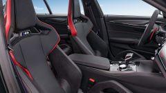 BMW M5 CS 2021, la console centrale è stata alleggerita e non c'è più il vano portaoggetti