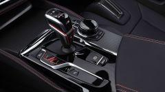BMW M5 CS 2021, la leva del cambio automatico a 8 rapporti