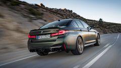 BMW M5 CS 2021, la velocità massima è autolimitata a 305 km/h
