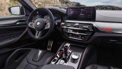 BMW M5 CS 2021, panoramica del posto di guida