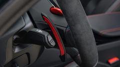 BMW M5 CS 2021, uno dei paddle del cambio
