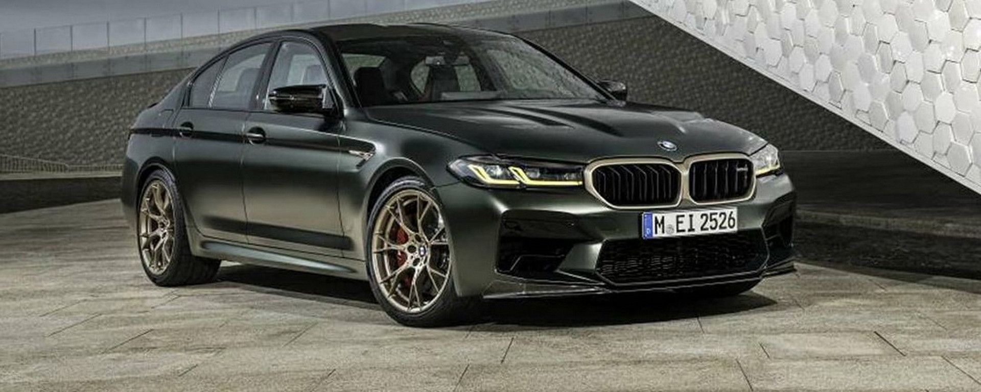 BMW M5 CS 2021, vista 3/4 anteriore